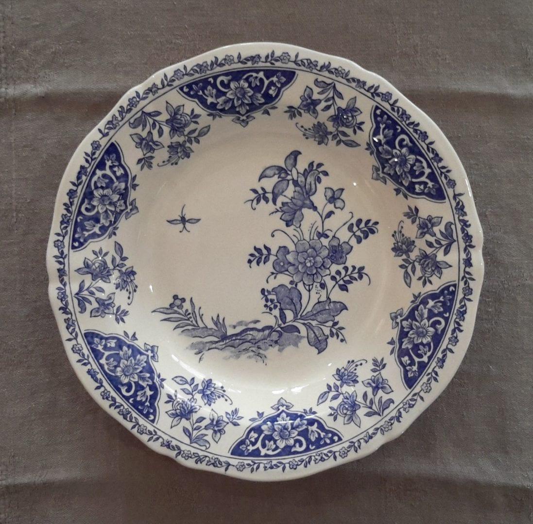 assiette creuse bleue dauphin gien l 39 exquise trouvaille. Black Bedroom Furniture Sets. Home Design Ideas