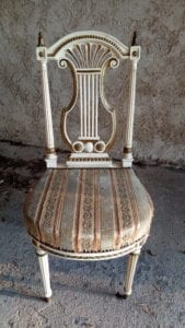 Chaise lyre chibnée par L'Exquise Trouvaille