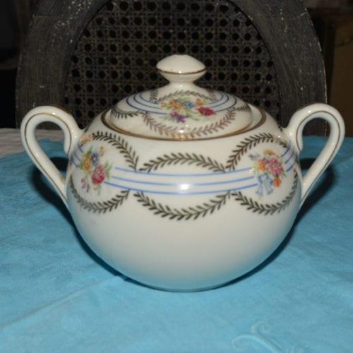 Sucrier vintage en porcelaine de Limoges estampille H.T