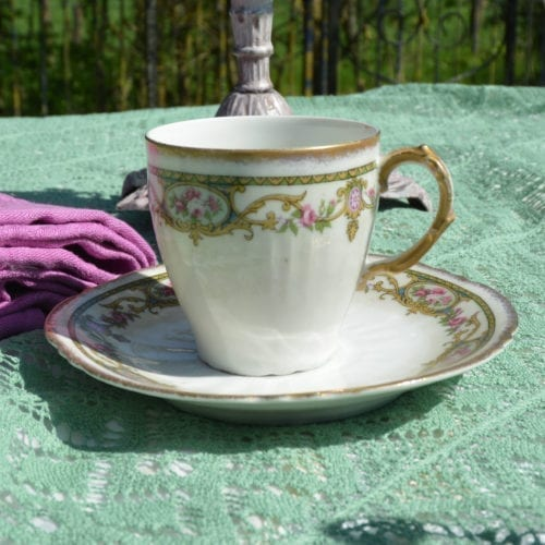 Tasse et soucoupe en porcelaine de Limoges Boisbertrand chiné par L'Exquise Trouvaille