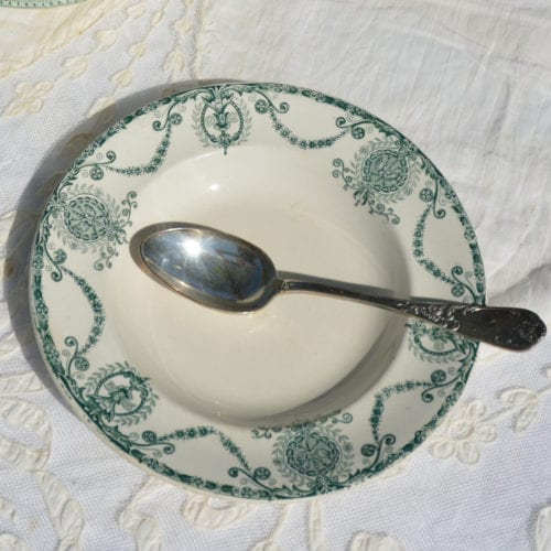 Assiette Pierrefonds chinée par L'Exquise Trouvaille